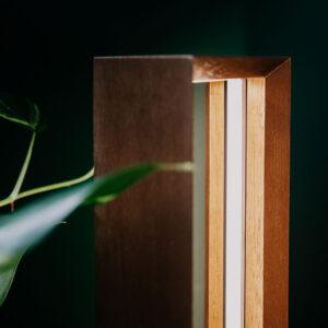 Luminária de Madeira Longuii com LED Integrado