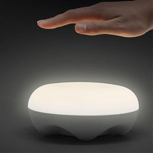 Luminária de Mesa LED Cloud com Sensor de Movimento