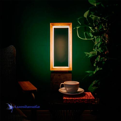 Luminária de Mesa Madeira Longuii com LED Integrado